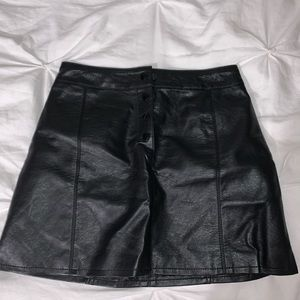 🍊Divided faux leather skirt - size 4